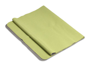 China Foldable Green Yoga Towel Highly Absorbent Lightweight Anti Fatigue factory
